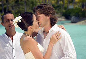 Re-Tie the Knot – Renewing your wedding vows at Sandals or Beaches Resorts